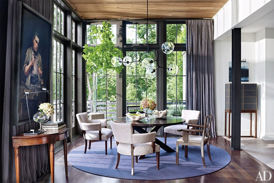 A Lindsey Adelman Studio chandelier floats in the dining area; the curtains are of a Kravet linen, and the carpet is by Patterson Flynn Martin.